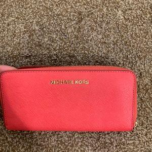 Michael Kors Women's Jet Set Zip Wallet